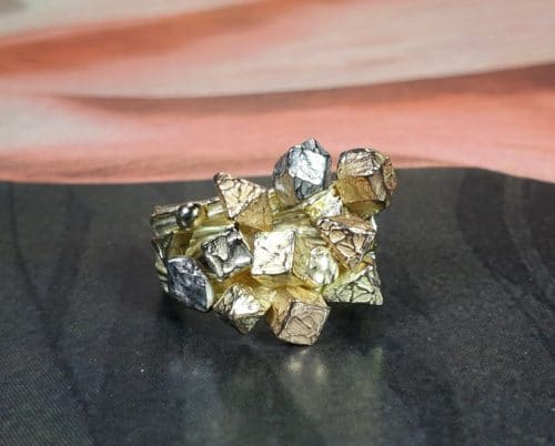 yellow gold 'Crystals' ring has rose, rosé, yellow and white gold crystal shapes. Design from the Oogst collection 'Amorphous vs Crystalline'