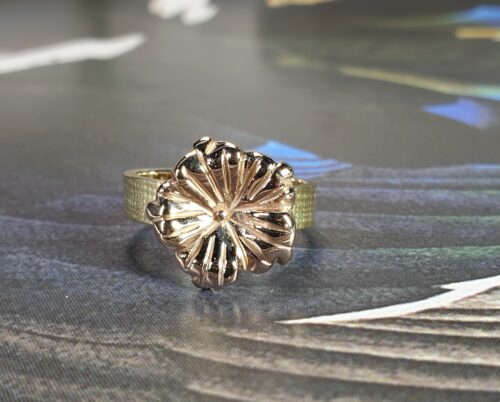 Yellow gold 'In bloom' ring with a rose gold flower. Design by Oogst goldsmith in Amsterdam.