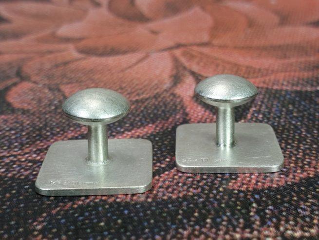Zilveren manchetknopen met lins mechaniek. Ontwerp van goudsmid Oogst in Amsterdam