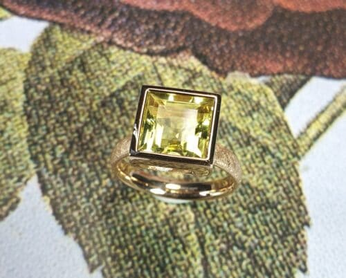 Rosé gold ring 'Square' with lemon quartz. Design by Oogst goldsmith's Amsterdam.