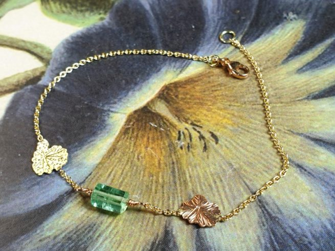 Yellow gold 'Fungus' bracelet with hand engraving and a tourmaline crystal. Design by Oogst goldsmith for the Amorphous vs Crystalline collection.