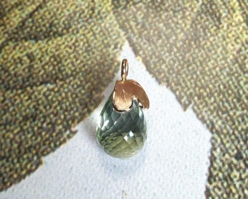 Rose gold 'Heart' pendant with a light green briolet cut prasiolite. Oogst goldsmith studio.