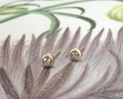 Rose gold 'Boletus' ear studs with natural greyish green rose cut diamonds. Design by Oogst goldsmith.