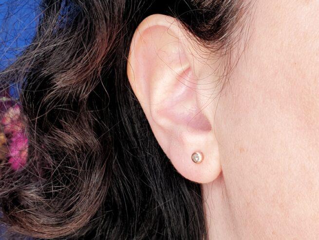 Roodgouden 'Boleet' oorbellen met natural diamant. Edelsmid Oogst.
