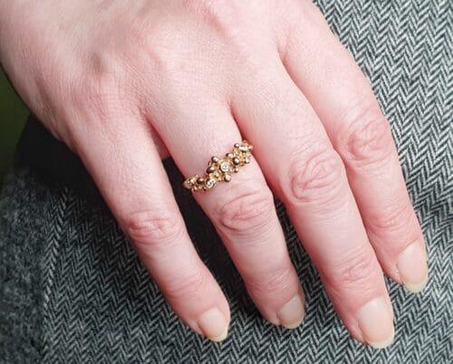 Roodgouden Besjes ring met diamanten. Rose gold Berries ring with diamonds. Oogst goudsmid Amsterdam. Independent jewellery designer Amsterdam.