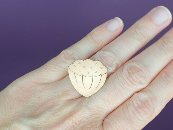 Rosé gold 'Lotus' ring with diamonds. From our Japonais collection. Amsterdam goldsmith Oogst.