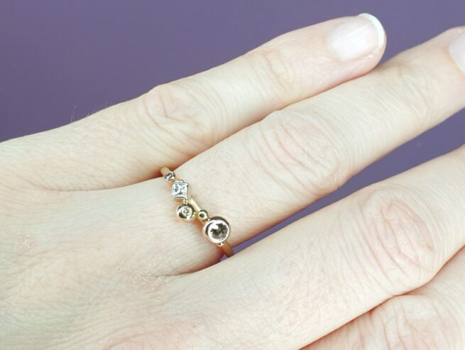 Yellow gold ring 'Cluster' with brilliant, princess and rose cut diamonds. Oogst goldsmith Amsterdam.