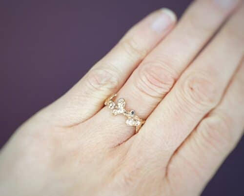 Roodgouden 'Blaadjes' ring met bruine diamant. Uit het Oogst goudsmid atelier Amsterdam.