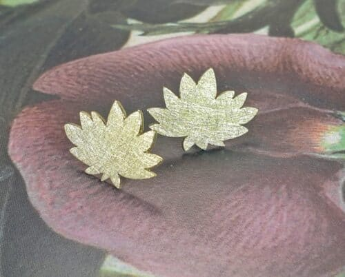 Yellow golden chrysanthemum earstuds from the 'Japonais' collection. Crafted at Oogst studio Amsterdam.