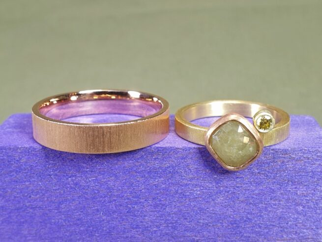 Handmade sleek wedding rings from the 'Simplicity' series. Rose gold and yellow gold with natural and olive diamonds. Design by Oogst Jewellery in Amsterdam