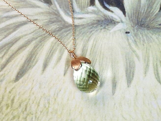 Rose gold 'Heart' pendant with a light green briolet cut prasiolite. Design by Oogst goldsmith studio.