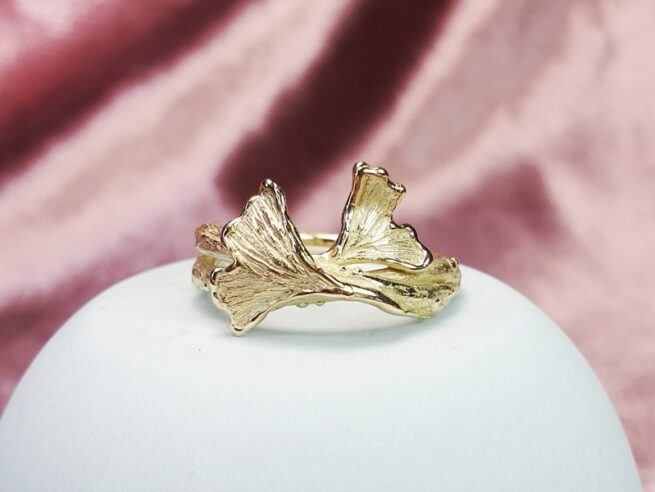 Yellow gold twigs ring with Ginkgo leafs. Design by Oogst Jewelley in Amsterdam