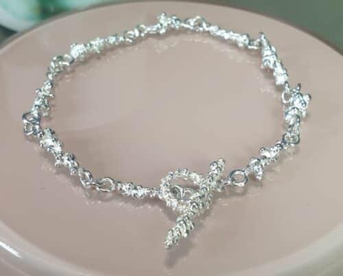 Zilveren 'Bessen' schakel armband. Ontwerp van Oogst Sieraden in Amsterdam