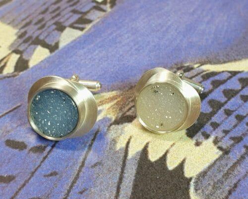 Zilveren manchetknopen met agaat. Ontwerp van Oogst Goudsmeden.