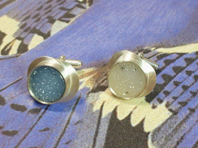 Silver cufflinks with agate. Custom design by goldsmith Oogst in Amsterdam