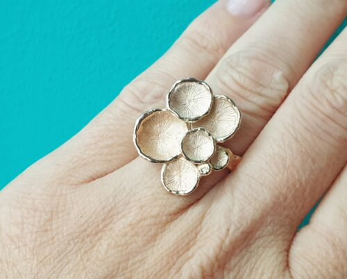 Rosé golden 'Fungus' statement ring by Oogst Jewellery in Amsterdam.